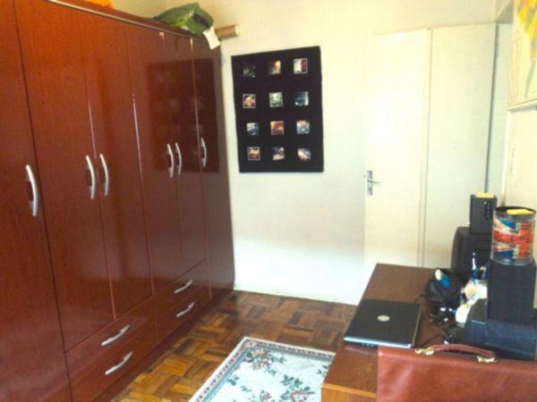 �TIMO apartamento de 2 dormit�rios, living, cozinha com �rea de servi�o separada e vaga de garagem rotativa(mas sempre tem vaga). (Clique para ver)